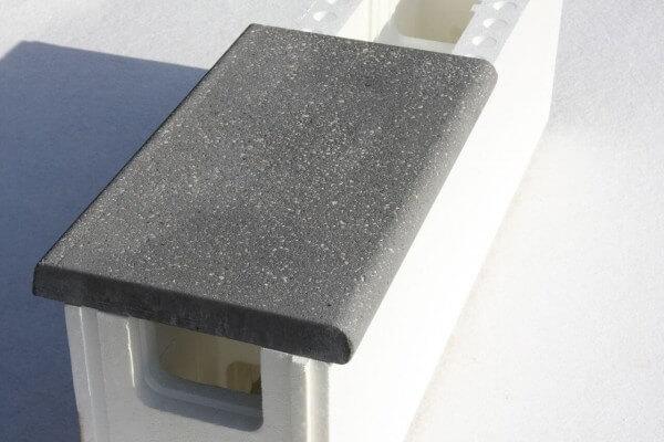 Beckenrandsteine dunkelgrau linear auf 25 cm tarkem Styroporstein